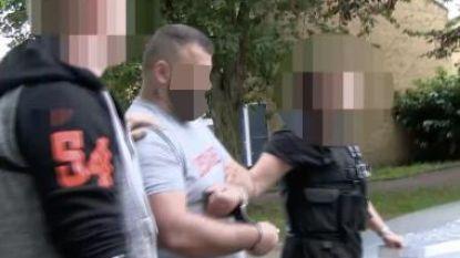 'De Baard' eindelijk uitgeleverd aan ons land:  mensensmokkelaar kreeg vorige maand nog 10 jaar cel voor honderden transporten