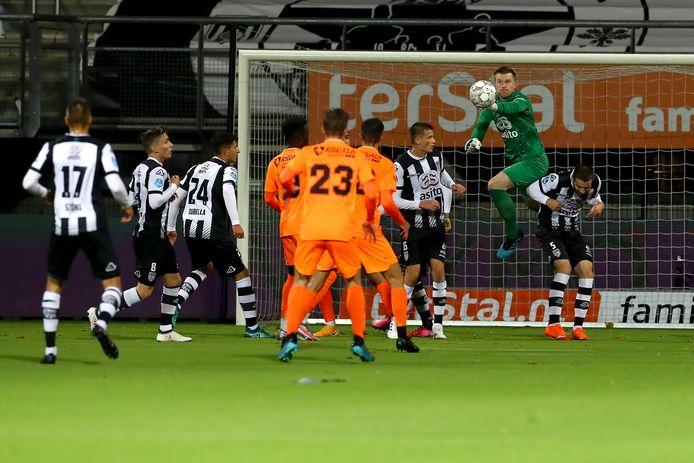 Michael Brouwer is er nog altijd niet bij tegen VVV. Ook eerste doelman Janis Blaswich ontbreekt nog vanwege een spierblessure.
