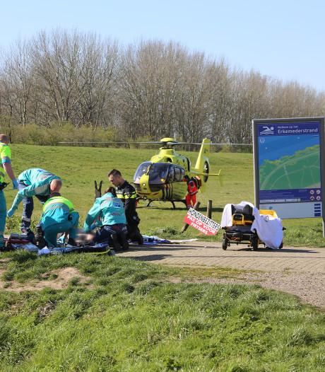 Wielrenner in volle vaart tegen slagboom bij Zeewolde: zwaar gewond