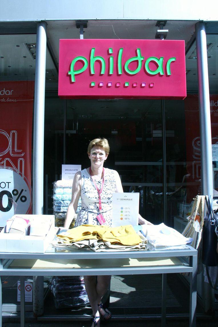 Beatrijs Degraeve van kledingzaak Phildar in de Langemunt probeerde het nog met een geïmproviseerd kraampje.