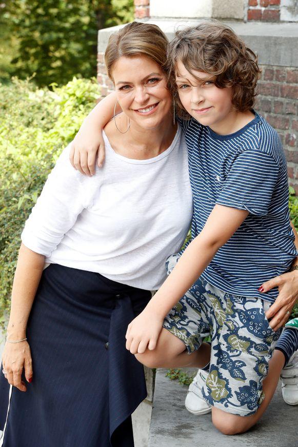 Karen Damen met haar zoon Sky