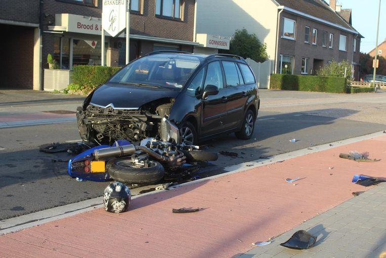 In Dilsen botste een motorrijder frontaal op een wagen. De motard raakte daarbij zwaargewond.