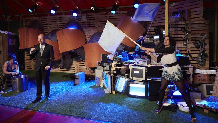 Acteurs van de voorstelling Occupy van ZZPlayers in actie op het theaterfestival de Parade in het Rotterdamse Museumpark. Beeld anp