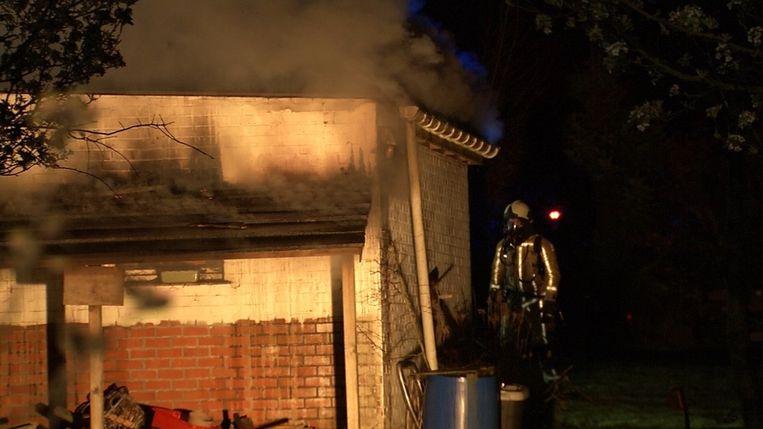 De garage brandde helemaal uit.