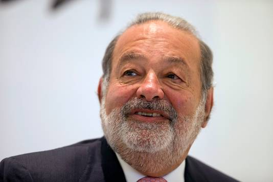 De Mexicaanse zakenman Carlos Slim. Hij is sinds mei 2013, afgaand op cijfers van persagentschap Bloomberg, gedegradeerd tot de een na rijkste mens ter wereld met een vermogen van 72,1 miljard Amerikaanse dollar. Slim heeft het grootste deel van zijn fortuin te danken aan zijn telecommunicatieconcern Telmex.