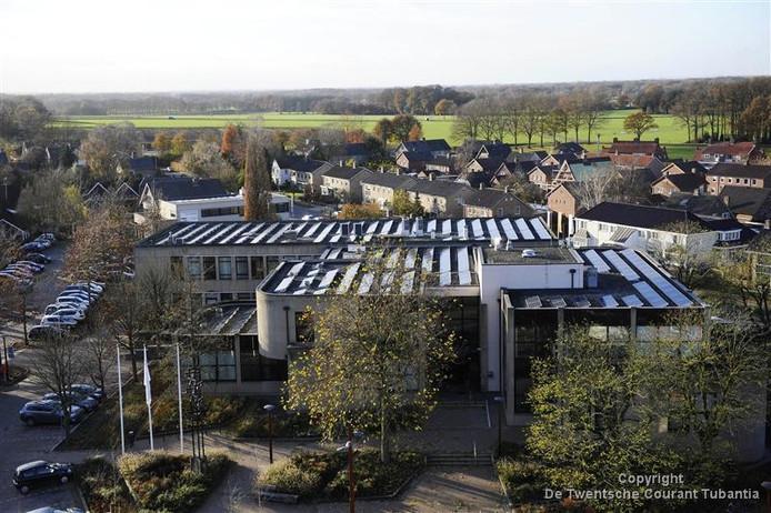 Het gemeentehuis van Tubbergen moet gaan bruisen van de nieuwe activiteiten. SOM= gaat ermee aan de slag.