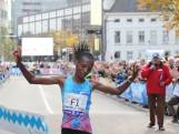 Eliud Kipchoge inspireert winnares Betty Chepleting in Marathon Eindhoven
