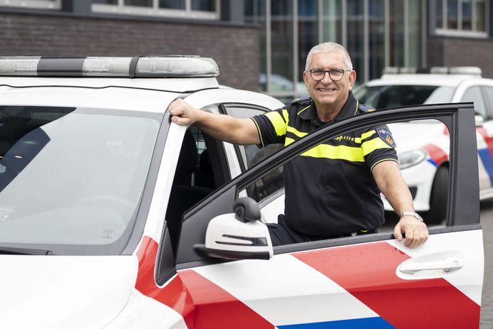 Gert van den Belt was 45 jaar lang politieagent in Vriezenveen. Hij maakte er veel mee. Het dorp werd voor de Deventernaar 'thuis'.