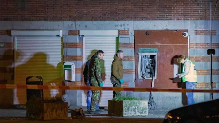 Een plofkraak bij een geldautomaat op het Surinameplein eind december. Beeld anp