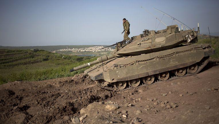 Een Israëlische soldaat bij de Golanhoogten Beeld ap