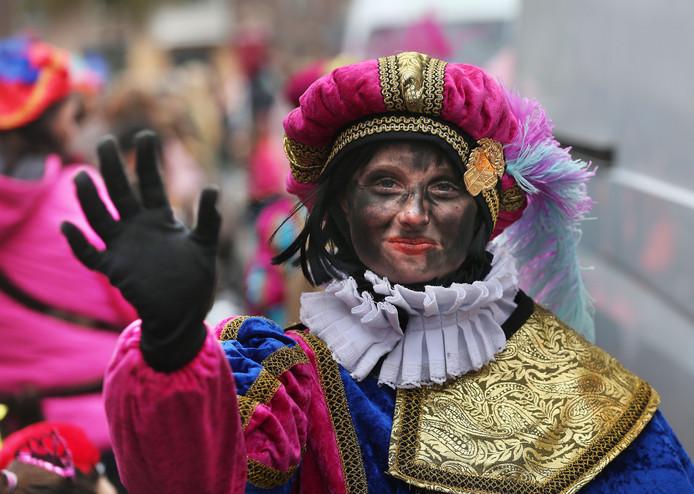 Hoewel het allergrootste deel gewoon zwart was waren er bij de laatste intocht in Den Haag ook wat varianten op de traditionele Piet
