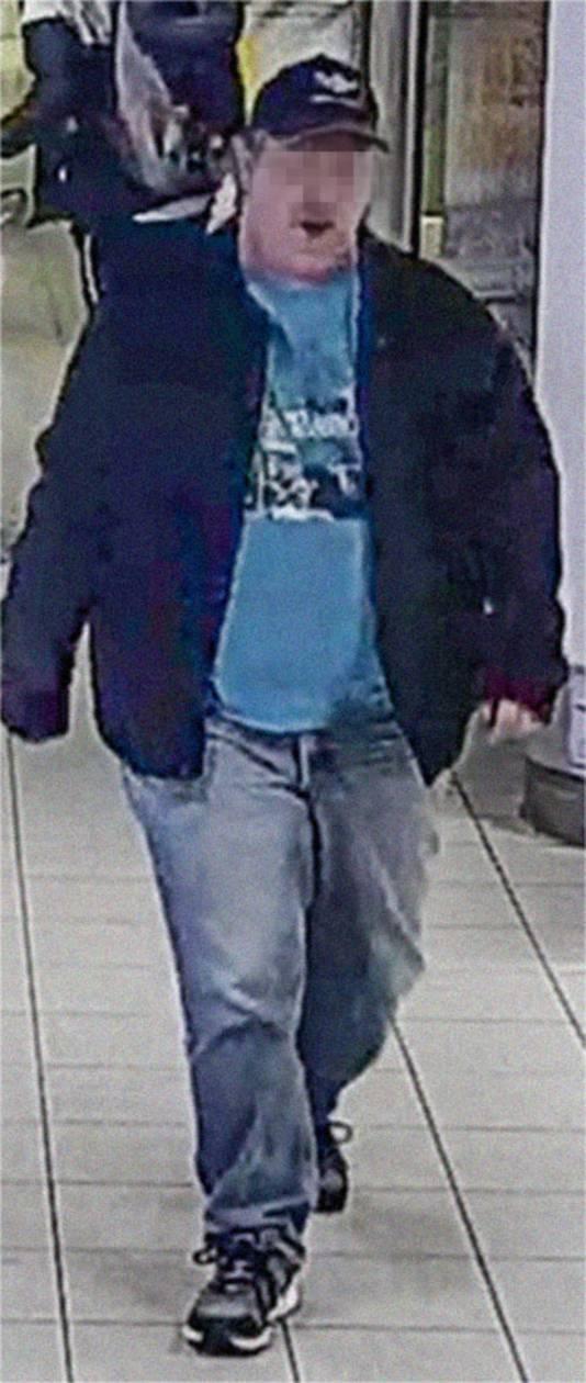 De politie was B. snel op het spoor maar wist niet waar hij en het vermiste meisje zich ophielden. Daarom werd zijn foto verspreid.