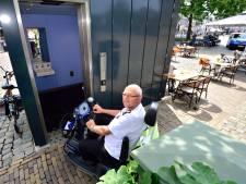 Openbaar invalidentoilet op de Markt is elke zaterdag omsingeld met terrasmeubilair: 'Dit stoort mij enorm'