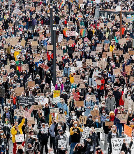 Teruglezen: Black Lives Matter protest in Utrecht afgelopen, meer dan 3500 betogers lieten hun stem horen