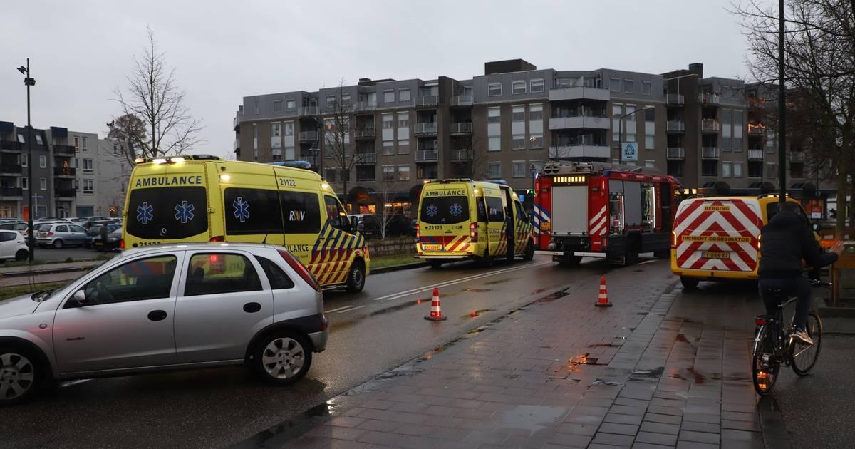 Stadhuisplein in Veghel korte tijd afgesloten na verkeersongeval met drie voertuigen.