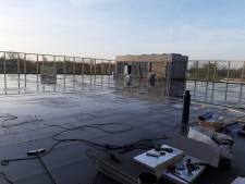 Beachveld óp het dak van sporthal Nieuw Tijenraan in Raalte: het licht staat bijna op groen