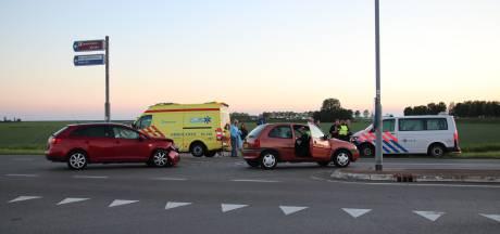 Auto's botsen bij Tholen: twee gewonden