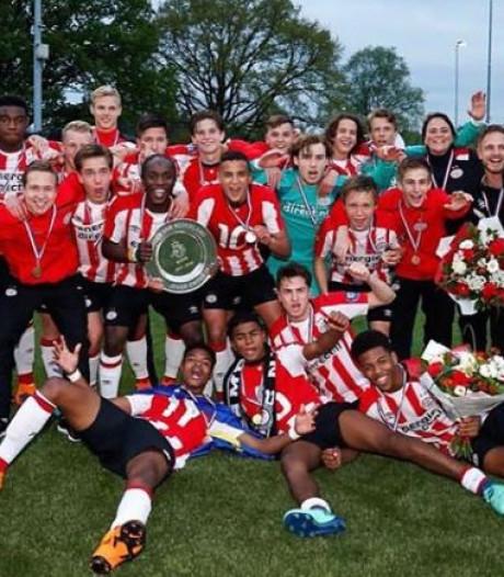 Bloemen begint training in Cambodja, felicitaties voor PSV onder 17