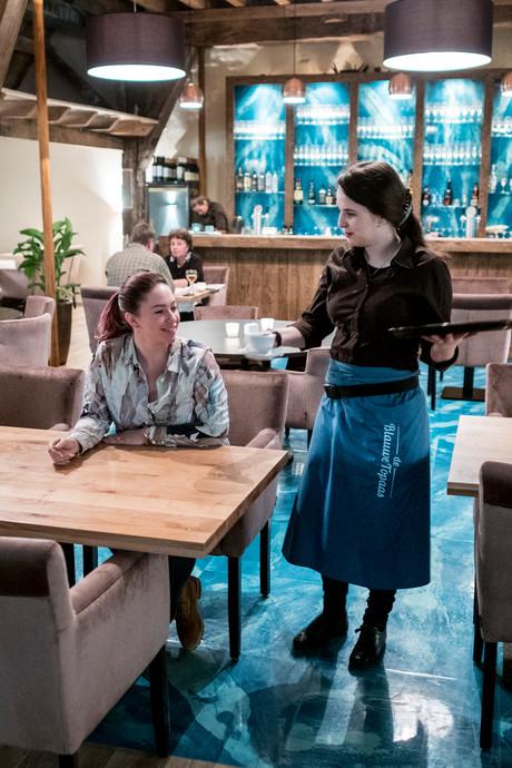 De Blauwe Topaas: van verpauperde havezathe naar strak restaurant
