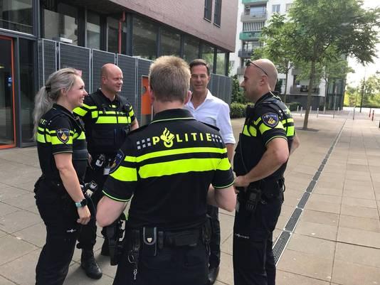 Premier Rutte sprak dinsdag tijdens zijn bezoek aan Breda met agenten over problemen waarmee ze kampen, zoals ondermijning, geweld tegen agenten en andere heftige incidenten.