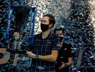 Dominic Thiem onderuit in langst durende eindstrijd ooit van ATP Finals: Daniil Medvedev triomfeert