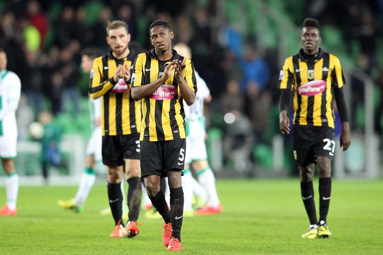 Vitesse-spelers Guram Kashia (L), Kelvin Leerdam (m) en Bertrand Traore (r) Beeld anp