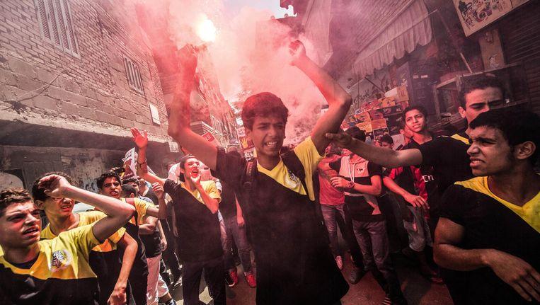 Jonge leden van de Moslimbroederschap protesteren tegen wat ze het militaire regime noemen in Egypte.