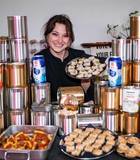 Lisa is een duurzame kok en laat gerechtjes in blik en uit de buurt proeven