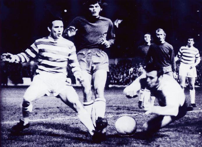 Heinz Stuy in actie tegen Celtic in 1971 in de kwartfinale van de Europa Cup 1.