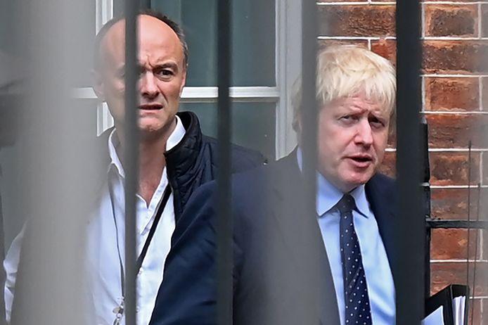 De Britse premier Boris Johnson (rechts) en zijn speciale adviseur Dominic Cummings op een foto in 2019.