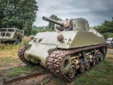 Sherman-tank en WOII-truck pronken straks langs de Rijksweg bij Molenhoek