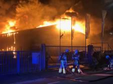 Brand verwoest bedrijf in Kampen