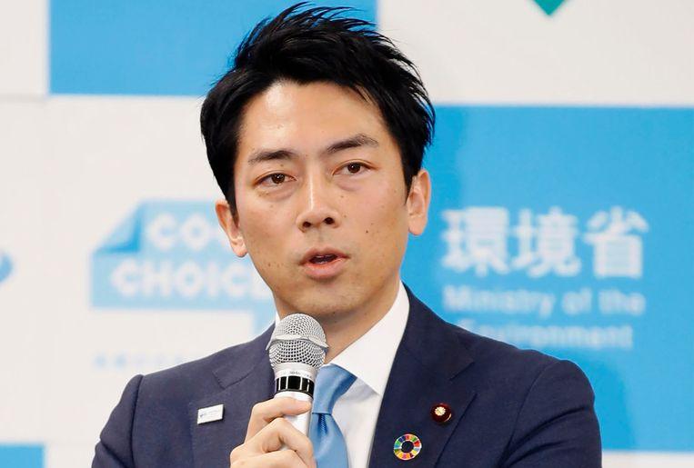 De Japanse Milieuminister Shinjiro Koizumi spreekt zijn kabinet toe.
