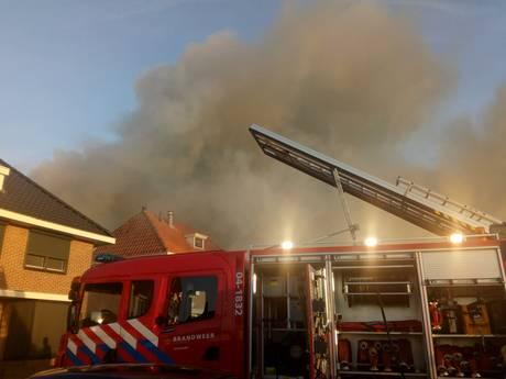 Grote brand in centrum Genemuiden, rookpluimen boven de stad