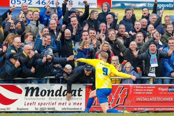 Een beeld uit de derby tussen Staphorst en Genemuiden vorig jaar. Toen dus mét publiek.