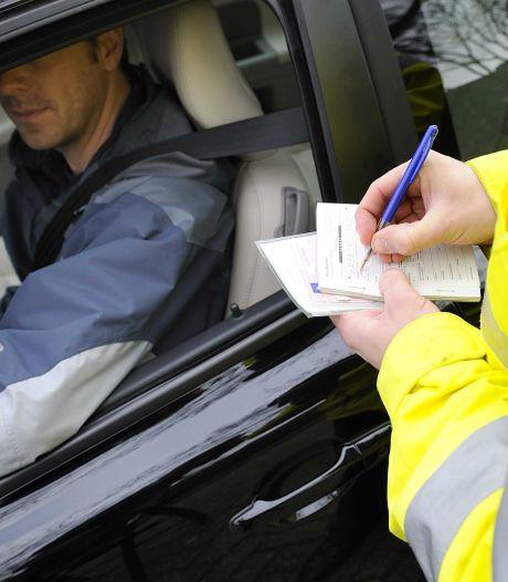 Verkeersaso zonder rijbewijs slaat wéér toe in Zwolle: ditmaal met harddrugs en wapen in de auto