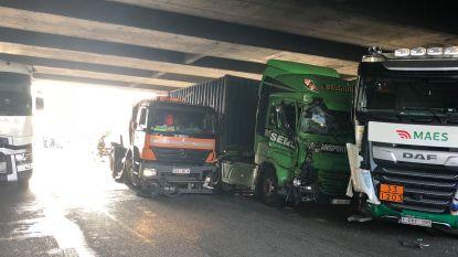 Antwerpse ring weer vrijgegeven na ongeval met vier vrachtwagens en twee personenwagens, zeer zware avondspits verwacht