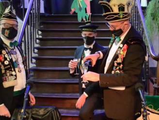 Prins Vitsken moet paaldansen, liedje maken en derde, door carnavalisten gekozen opdracht uitvoeren in thema 'Nienof's got talent'