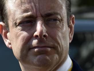 Bart De Wever wil apart sociaal statuut met minder voordelen voor vluchtelingen