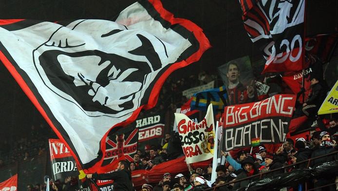 Supporters van AC Milan gisteren voorafgaande aan de topper tegen stadgenoot Inter.