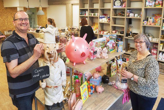 Marcel  en Miriam Berkvens in hun nieuwe winkeltje Oijnk! aan de Kalverstraat in Veghel