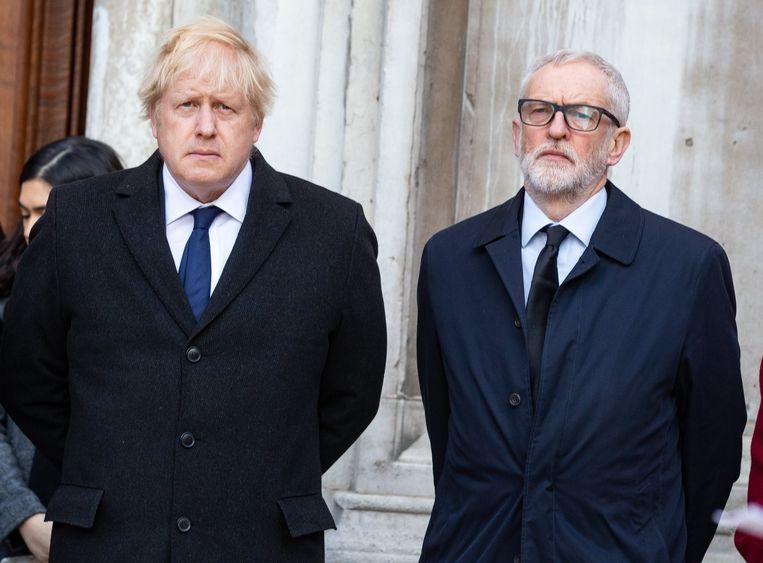 Johnson en Corbyn stonden bij de wake vanmiddag wel zij aan zij, maar hun partijen kibbelen ondertussen onderling gewoon verder.