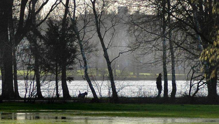 De man wordt verdacht van het verkrachten van een vrouw in het Sloterpark Beeld Floris Lok