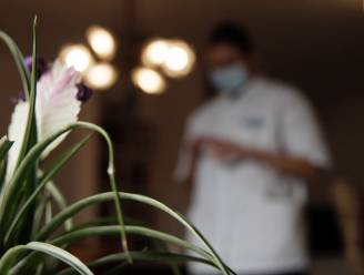 """'Verpleegsters' bezoeken bejaarden thuis met valse coronatesten, en beroven hen dan: """"Die meisjes leken nochtans lief"""""""