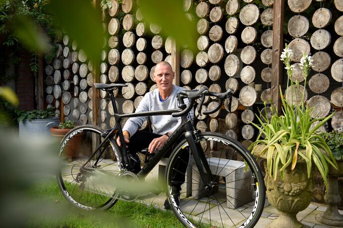 André Trines  heeft twee nieuwe heupen, maar fietste  afgelopen zomer toch naar Barcelona.