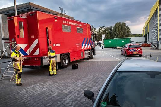 Hulpverleners aan het werk na een ammoniakincident bij Henri van de Bilt in Beuningen.