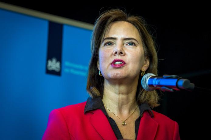 Minister Cora van Nieuwenhuizen ziet voorlopig nog geen einde aan het feitelijk watertekort.