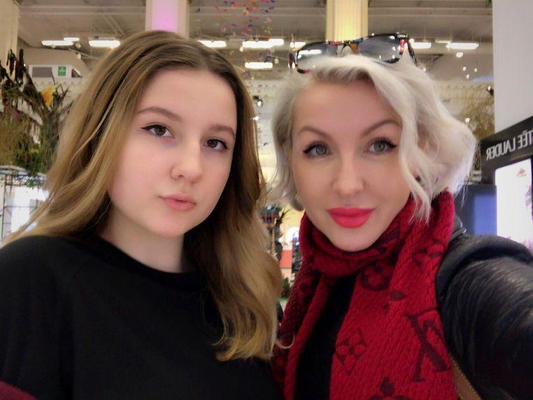 Elena met haar 16-jarige dochter Ama.