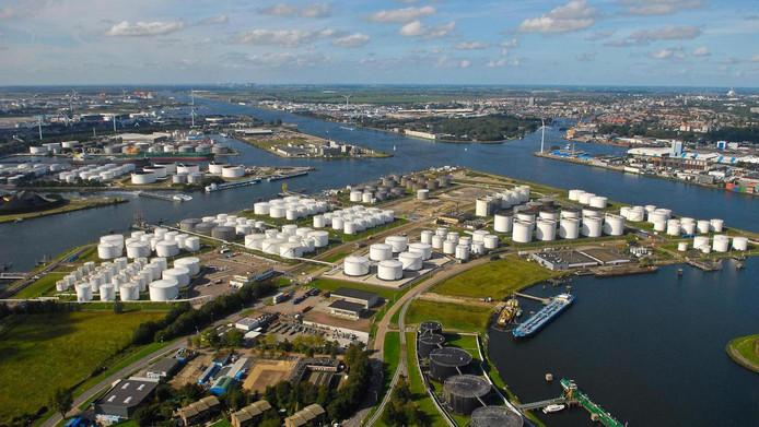 Bij dienstverleners voor vervoer over water, waaronder de havenbedrijven, lag de omzet bijna 10 procent hoger.