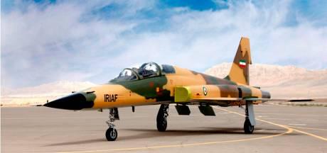 Iran presenteert in eigen land geproduceerd gevechtsvliegtuig